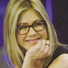 Jennifer Aniston w Oliver Peoples Wacks.jpg