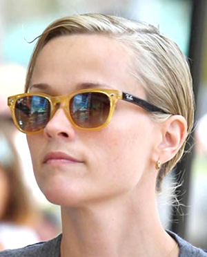 Reese Witherspoon w RayBan 4140