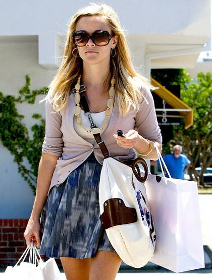Reese Witherspoon w Oliver Peoples Gallery