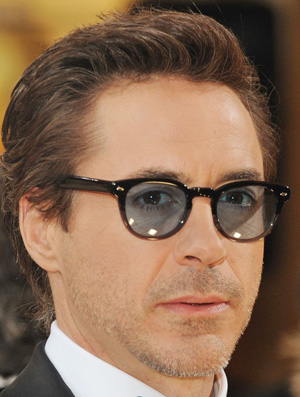 Robert Downey w Oliver Peoples Sheldrake